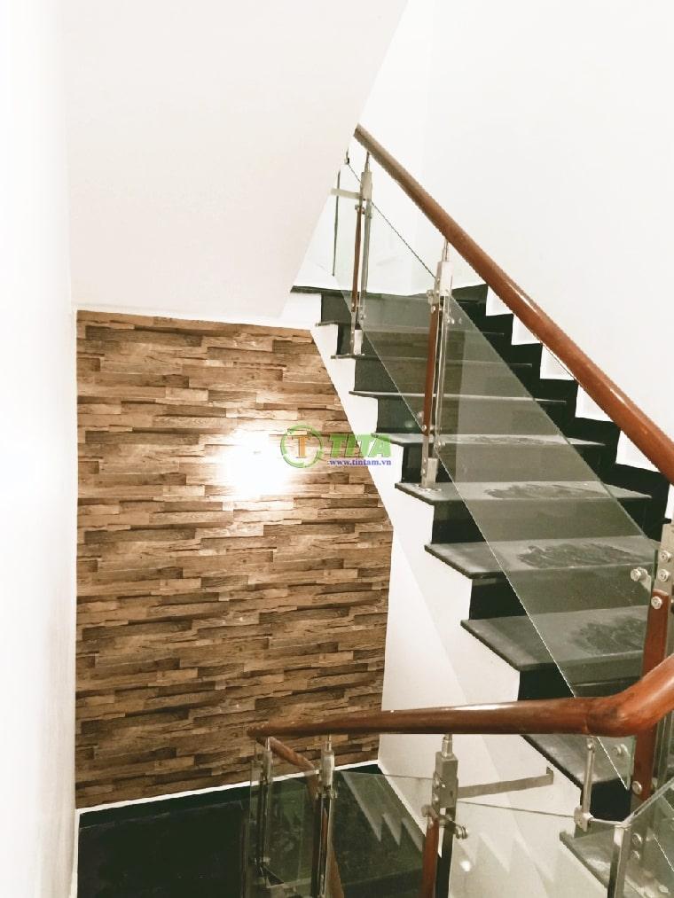 giấy dán tường 3d giả gỗ dán cầu thang 2021